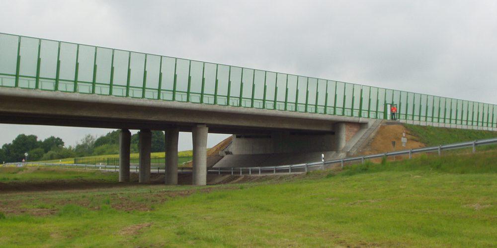 BW 25 – Talbrücke im Zuge der BAB A 72 über die K 8260 und das Gewässer Ratte
